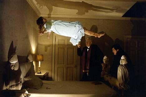 Manaaja kertoo varhaisnuoresta Reganista (Linda Blair), jonka käytös muuttuu täysin, kun hän joutuu paholaisen riivaamaksi.