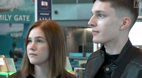 Suvi ja Petteri lähtivät Riikaan lomalle.