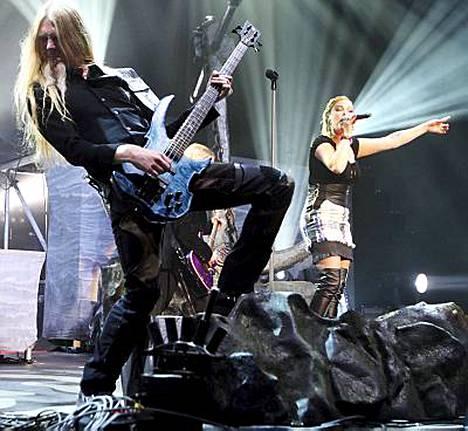 Nightwishin Amaranth on kerännyt yli 30 miljoonaa katsojaa YouTubessa. Kuvassa Bändin Marco Hietala ja Anette Olzon.