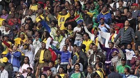 Tuhannet ihmiset osallistuivat Nelson Mandelan muistotilaisuuteen.