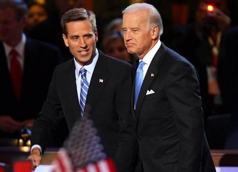 Beau ja Joe Biden demokraattien puoluekokouksessa vuonna 2008. Barack Obama nimettiin tuolloin demokraattien presidenttiehdokkaaksi ja Joe Biden hänen varapresidenttiehdokkaakseen. Kaksikko voitti vaalit ja palveli kaksi kautta.