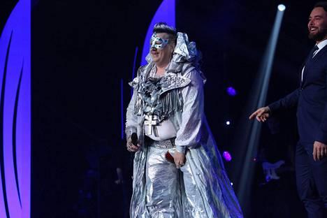 Esityksen jälkeen Wiskari otti rempseästi huumorilla housujensa repeämisen.