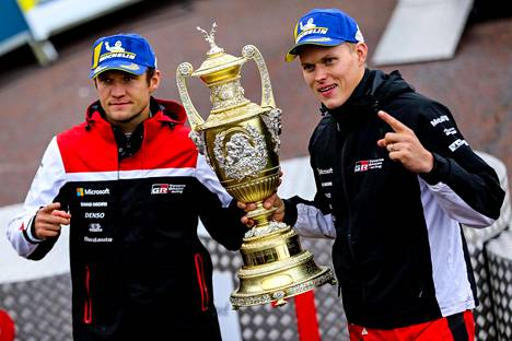 Walesin MM-rallin viime viikonloppuna voittanut Ott Tänak (oik.) on lähellä maailmanmestaruutta ja jatkosopimusta Toyotan kanssa. Vierellä kartanlukija Martin Järveoja.