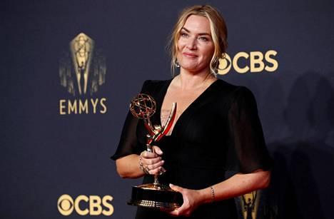 Kate Winslet voitti minisarjan naispääosa-Emmyn.