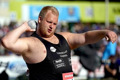 Turun urheiluliittoa edustavan Nico Oksasen ennätys on 17,88 metriä.