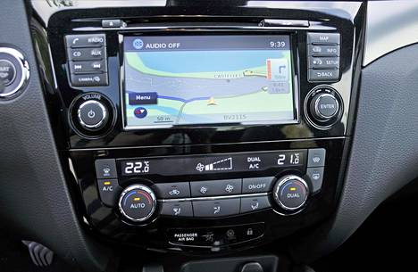 Uusittu NissanConnect-tietoviihdejärjestelmä mahdollistaa kuljettajan ja auton helpomman yhteistoiminnan. Järjestelmässä on nyt myös TomTomin Premium Trafic -palvelu.