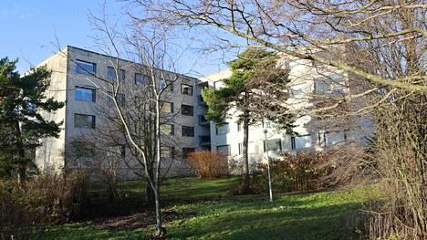 Helsingin Lauttasaaren senioritalossa on todettu koronavirustartunta 28 asukkaalla ja seitsemällä heitä hoitaneella työntekijällä.