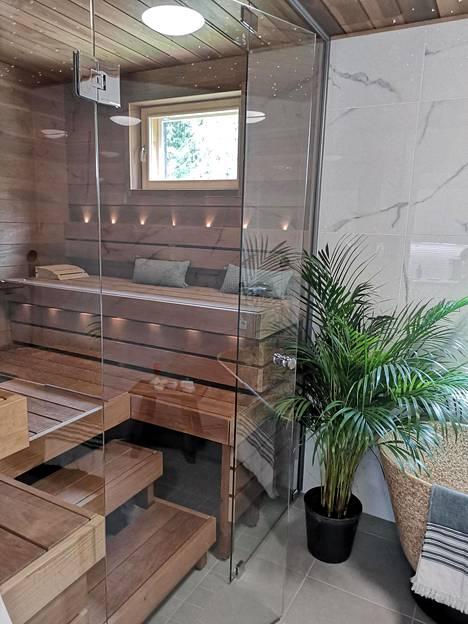 Kuvassa kohde 22, Sievitalo Unto. Saunatuotteet ovat Emendon.