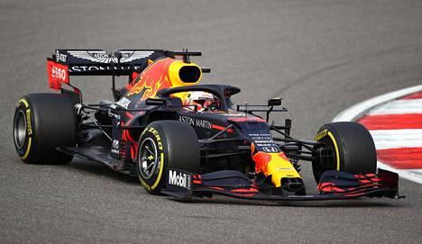 Max Verstappenilla on sopimus Red Bullin kanssa vuoteen 2023. Voimanlähdettä ei vielä vain ole kaudelle 2022.