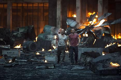 Viidennessä osassa A Good Day to Die Hard matkataan Venäjälle, ja McClanet pelastavat maailmaa jo kahdessa polvessa. Kuolleita yhteensä: 33.