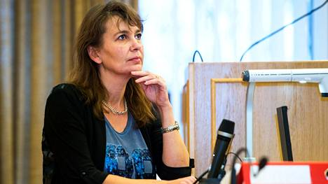 Slunga-Poutsalo toimi perussuomalaisten puoluesihteerinä vuosina 2013–2019.