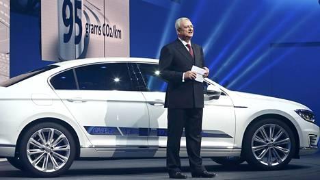 Volkswagenin pääjohtaja Martin Winterkorn toivoitti uudet operoijat tervetulleiksi Genevessä.