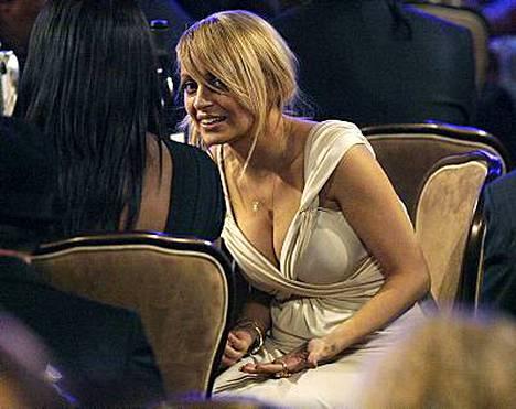 Nicole Richieä ei ilahduta, että hänellä on nykyään näyttävät rinnat.