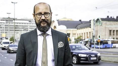 Toimitusjohtaja Tero Kallio puoltaa kevytautoja turvallisuusnäkökohdista.