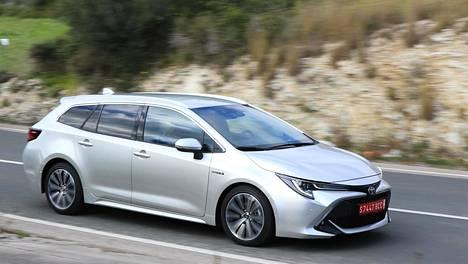 Loppuvuodesta Suomeen saapuu Suzukin näkemys Corolla-farmarista.