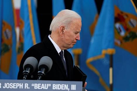 Joe Biden liikuttui hyvästellessään Delawaren ennen kuin lähti virkaanastujaisiin Washington D.C.:ssä. Biden sanoi olevansa harmissaan siitä, ettei Beau-poika voinut olla paikan päällä.