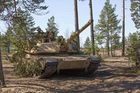 Tiivistä kumppanuutta: Yhdysvaltain maavoimien Abrams-taistelupanssarivaunu Arrow18-harjoituksessa Niinisalon Pohjankankaalla toukokuussa 2018.
