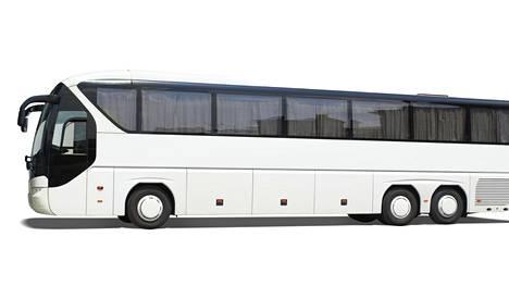 Pitkien ja leveiden matkailubussien mittasääntö tiukkenee kun siirtymäaika loppuu.