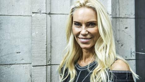 Anna Anka katuu osallistumistaan Ruotsin miljonääriäidit -ohjelmaan