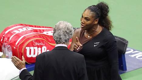 Serena Williams ilmiriidassa – vannoi raivon vallassa: En ole koskaan huijannut