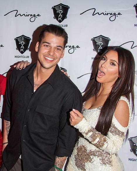 Rob Kardashian ja Kim Kardashian ovat tukeneet isäpuoltaan muutoksen keskellä.