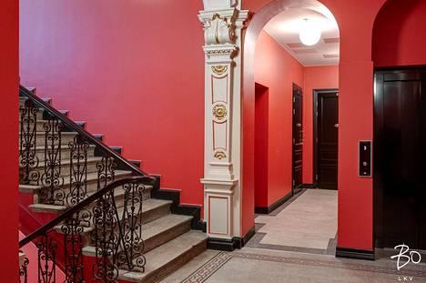 Verdandin talon koristeellinen porraskäytävä on saneerauksessa säilytetty ennallaan.