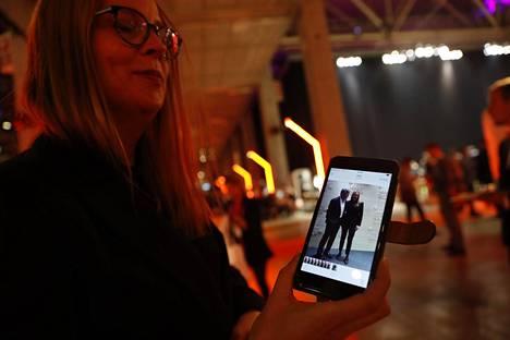 Pia näytti kuvaa, jonka hän oli ottanut yhdessä George Clooneyn kanssa.