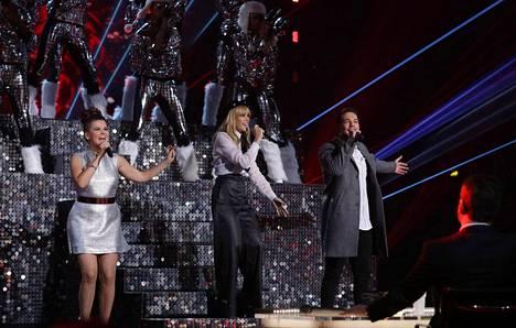 Saara Aalto, Kylie Minogue ja Matt Terry X Factorin finaalissa.
