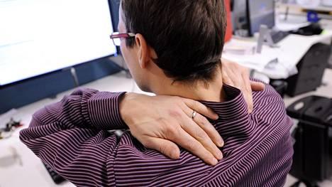 Istumatyö on yleisin hartiakipujen aiheuttaja.