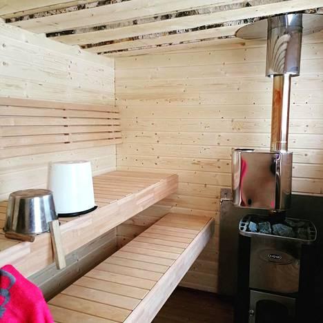 Heinonen rakensi pihalleen saunan noin viikossa.