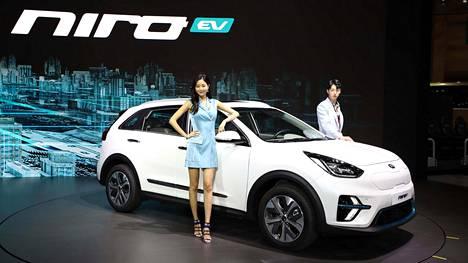 Niro EV:n muotoilu erottuu selvästi aiemmista Niro Hybrid- ja Niro Plug-in Hybrid -malleista. Futuristinen keula sisältää Niro-logolla varustetun integroidun latausportin. Erikoispiirteisiin lukeutuvat myös uudelleenmuotoillut ilmanottoaukot, nuolenkärkimalliset LED-päiväajovalot sekä keulan vaaleansiniset korostukset.