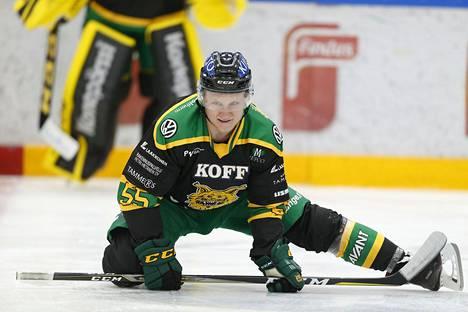 Edellisen kerran Pulli pelasi SM-liigassa kaudella 2017–18 Ilveksessä. Sitä ennen hän edusti Tapparaa ja JYPiä.