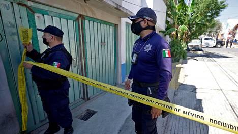 Poliisi eristi epäillyn sarjamurhaajan talon Atizapan de Zaragozassa, Meksikossa.