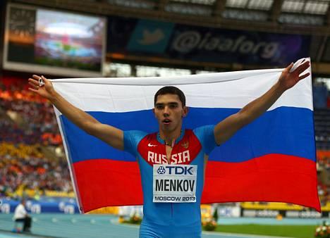 Aleksander Menkov voitti pituushypyn MM-kultaa 2013 vain 22-vuotiaana.