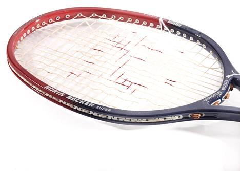 Huutokaupassa on myynnissä Beckerin vanhoja tennismailoja.