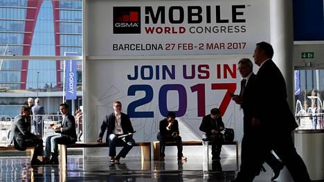 Mobiilialan vuosittaiset Mobile World Congress -messut alkavat virallisesti Barcelonassa huomenna maanantaina, mutta ensimmäisiä tärkeitä tuotejulkistuksia on luvassa jo tänään.
