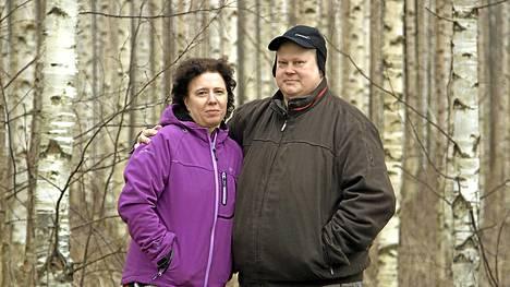 Svetlana ja Mika Tolvanen asuvat Rääkkylän Pötsönlahdella. Joskus Svetlana kaipaa isompaan kaupunkiin, mutta yli kymmenen vuotta on mennyt hyvin näinkin. Dokumenttiprojekti: Naisen osa, ma 9.3. TV1 klo 21.30.