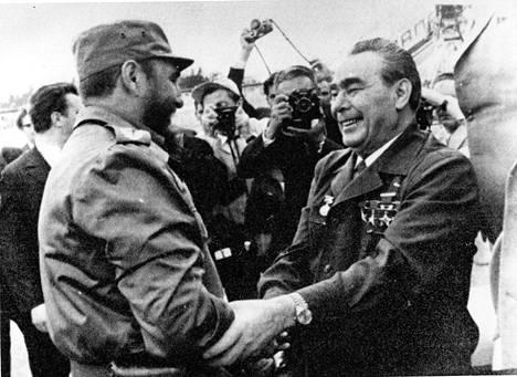 Leonid Brezhnev tapaa Fidel Castron. Brezhnev muistetaan ikivanhana, mutta hän kuoli 75-vuotiaana, iässä jossa hyvin voiisi kisata Yhdysvaltain presidentinvaalissa.