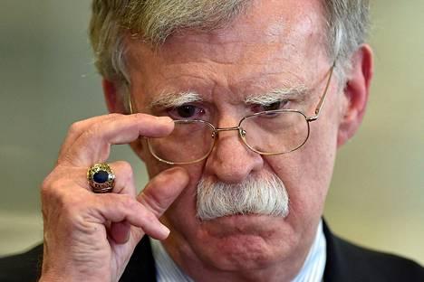 Trumpin entinen turvallisuusneuvonantaja John Bolton haluttaisiin todistamaan.