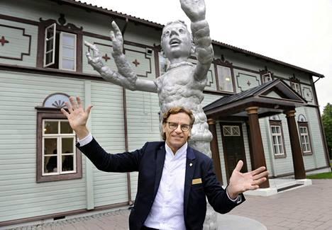 –Taidekeskus Salmela on meidän perheen kesä, Tuomas Hoikkala sanoo.