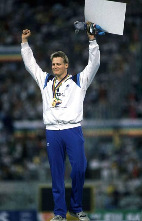 Seppo Räty heitti MM-kultaa Sandviken-keihäällä vuonna 1987. Voittotulos oli 83,54.