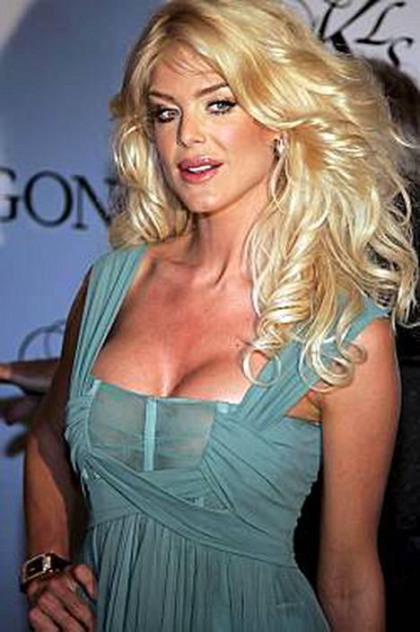 Yhdysvaltalaisten lehtien mukaan Victoria Silvstedt eroaa miehestään Chris Wraggesta.