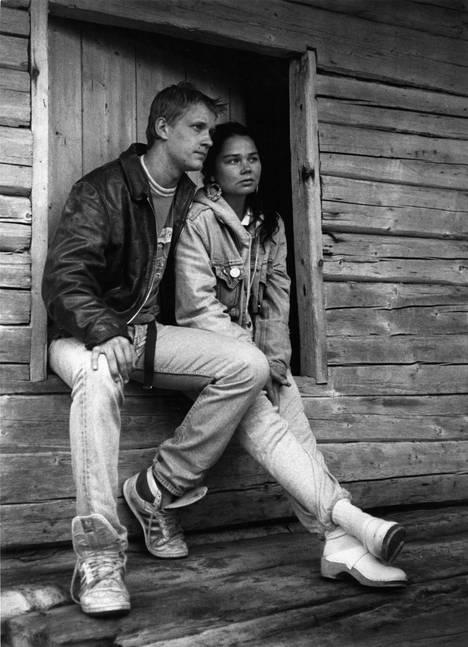 Santeri Kinnunen ja Outi Alanen tähdittivät Häräntappoase-sarjaa vuonna 1989.