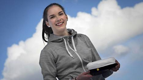 Hiihtäjä Jasmin Kähärä kirjoitti ylioppilaaksi. Nyt hän panostaa urheilu-uraan.