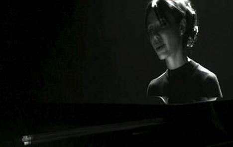 Mel Gibsonin ohjaamalla mustavalkoisella ja melko minimalistisella videolla Oksana Grigorieva soittaa pianoa ja laulaa tyhjässä konserttisalissa.