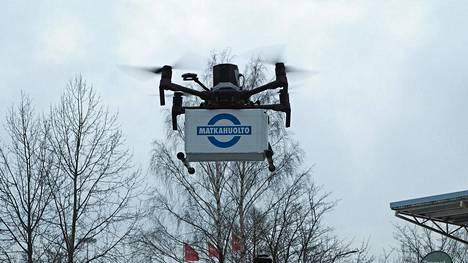 Matkahuolto testasi maaliskuussa lennokkien käyttöä pakettikuljetuksiin.