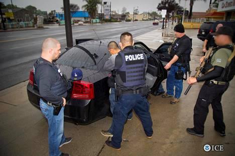 Siirtolaispoliisi iski Los Angelesissa 7. helmikuuta.