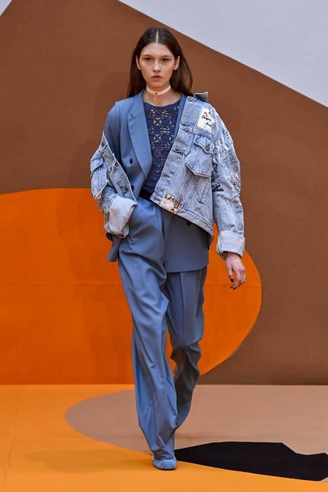 Mallisto ei ollut Muumeista huolimatta pelkkää satua. Vaatteiden mallit ovat hyvin ajankohtaisia ja suurimpia trendejä mukailevia.