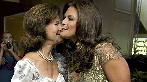 Ruotsin kauniit kuninkaalliset Silvia ja Madeleine.