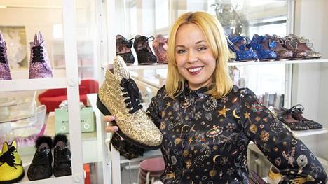 Kenkäsuunnittelija Minna Parikka on päättänyt lopettaa yritystoimintansa ja hakevansa uusia haasteita.